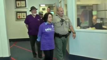 Arrestan a la activista Dolores Huerta durante protesta