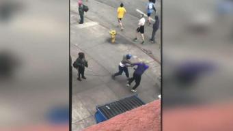 Brutal pelea en centro de Los Ángeles causa indiganción