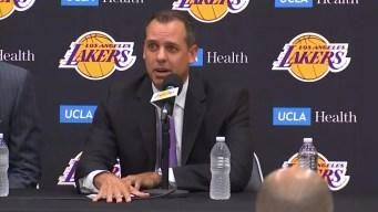 Los Lakers presentan a su nuevo entrenador Frank Vogel