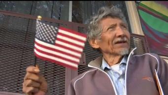 Anciano logra sueño de convertirse en ciudadano