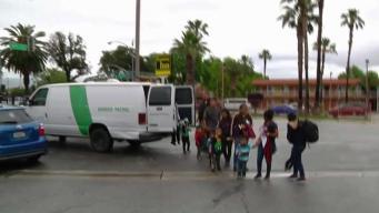 Liberan más inmigrantes en San Bernardino