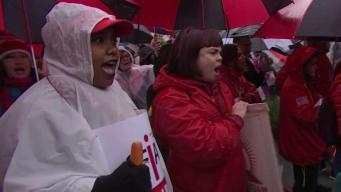 Miles de maestros toman las calles de Los Ángeles
