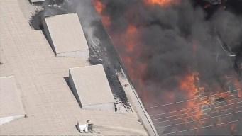 Voraz incendio destruye negocio en Boyle Heights