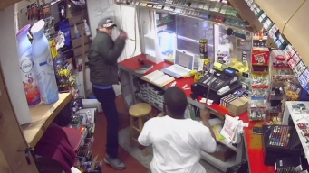 A machetazos: ladrón y empleado se trenzan en feroz pelea