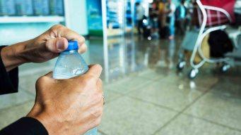 Prohíben venta de botellas plásticas en SFO