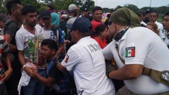 Detienen a defensores de migrantes; los acusan de tráfico