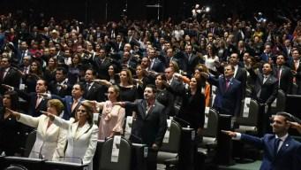 Frenan privilegios a legisladores en México