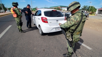 Revisan vehículos para inhibir la delincuencia