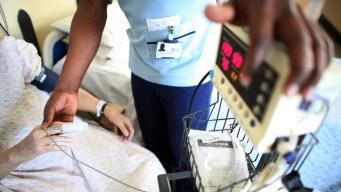 Enfermera latina alega racismo en despido de su trabajo