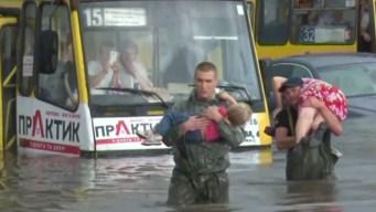 En video: increíbles rescates en una ciudad bajo agua