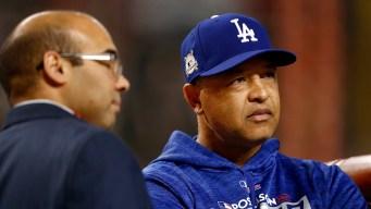 Dodgers acuerdan contrato de 4 años con manager Roberts