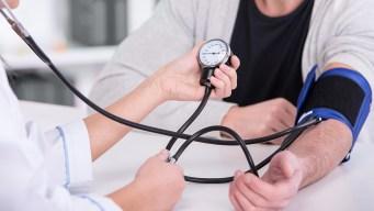 California estudia atención médica para indocumentados