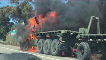 Incendio de tráiler militar atrasa tráfico