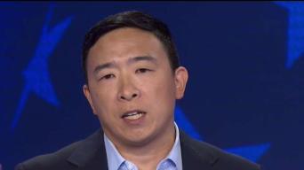 El candidato que quiere repartir $1,000 al mes a cada adulto