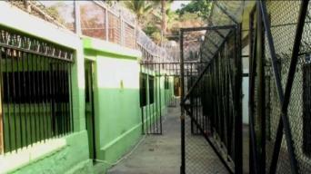 Clausuran centro de detención en El Salvador
