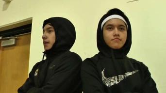 Hermanos gemelos estrellas de básquetbol