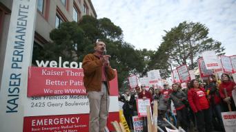 Trabajadores de Káiser comienzan huelga en California