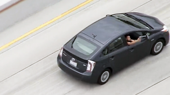 Mujer que conducía auto en persecución enfrenta cargos
