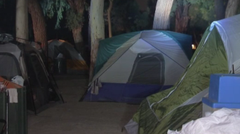 Residentes de Whittier molestos por presencia de indigentes