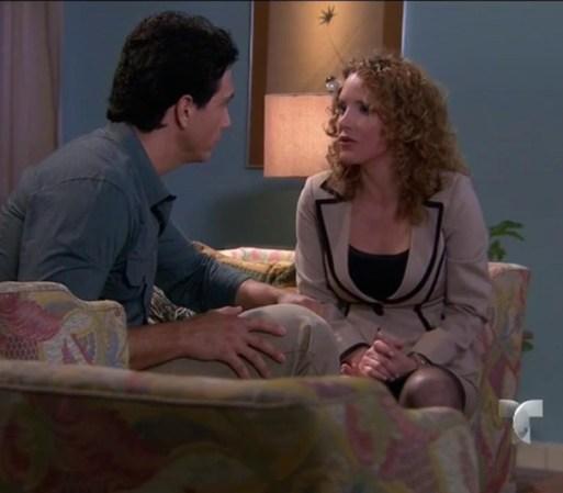 Después de que descubre a Ricardo con el expediente de Willy, Paula ...