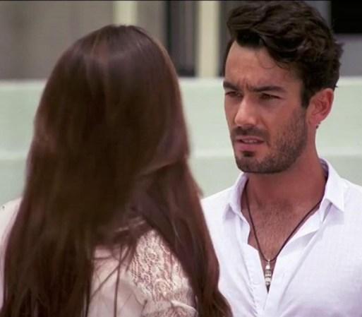 Inés va por Santiago a comisaría de policía y éste la confunde con ...