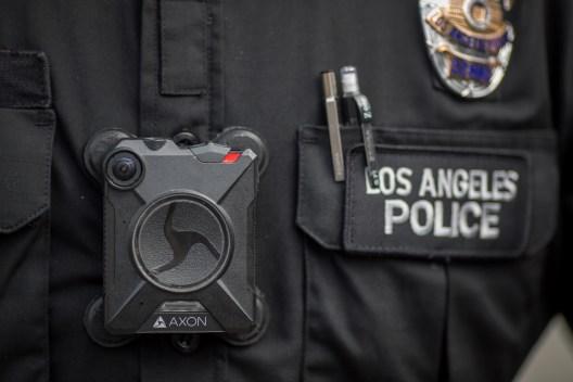 Aprueban revelar vídeos de cámaras corporales del LAPD