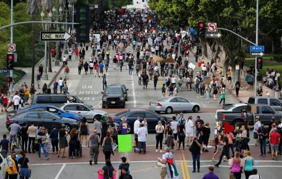 Se espera miles protesten en LA contra inauguración de Trump