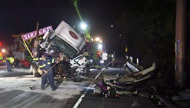 Accidente de camión causa cierre de Autopista 605