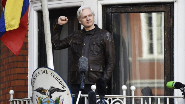 [TLMD - LV] Detienen a Julian Assange en Londres