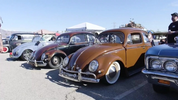 Club femenino se dedica a reparar autos antinguos