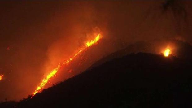 [TLMD - LA] Bomberos logran avances en Incendio Holy