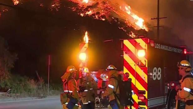 Bomberos vigilantes ante la amenaza de incendios