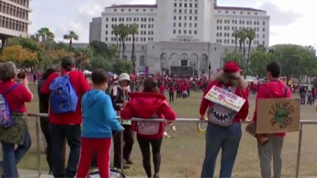 Comienza el sexto día de huelga de maestros