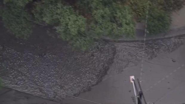 [TLMD - LA] Fuertes lluvias causa deslaves en Burbank