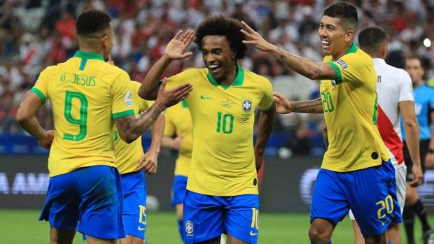 Brasil asegura clasificación a cuartos con quinto de Willian
