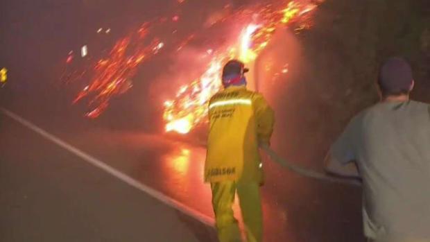 Incendio Woolsey afecta hogares y negocios