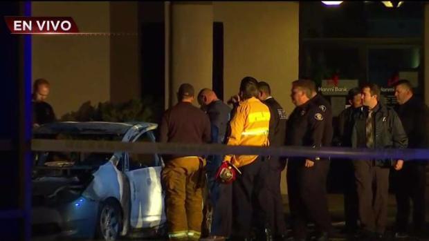 [TLMD - LA] Investigan hallazgo de un cuerpo quemado en un carro