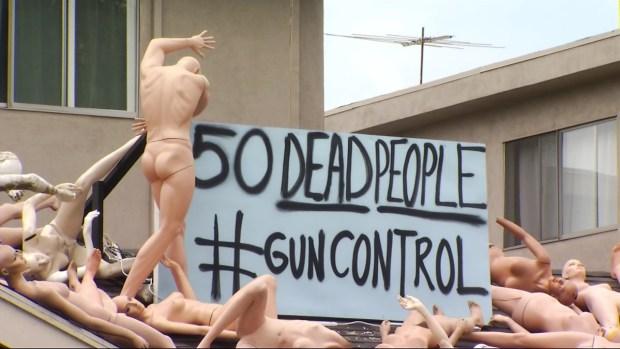 Video: Instalación de arte en Hollywood ilustra matanza en Orlando