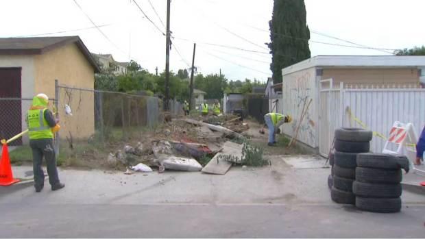 Video: Vecinos impulsan limpieza de callejón