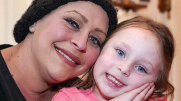 Madre consigue transplante de médula ósea