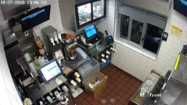 Salvaje ataque a empleada de McDonald's por kétchup