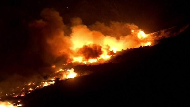 Ola de incendios en California calcina mansiones en Bel Air