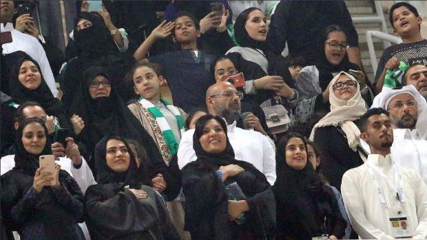 Histórico: mujeres van a estadios en Arabia Saudí, con condiciones