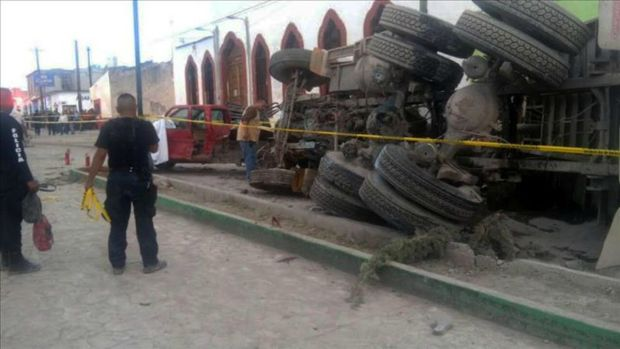 México: Mueren 25 peregrinos en terrible accidente vial