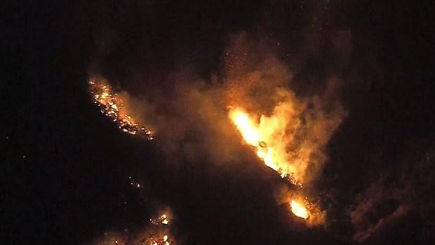 Los incendios desde el aire y en la noche