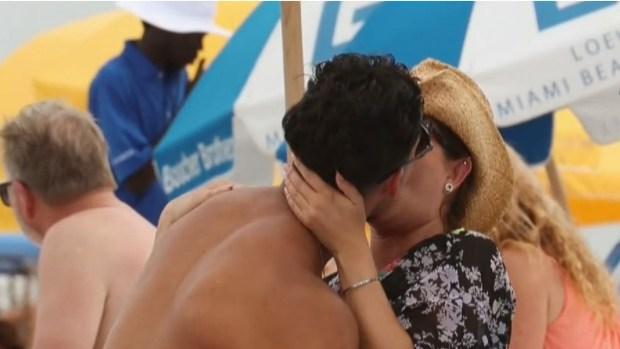 Alicia Machado es sorprendida en la playa con nuevo amor