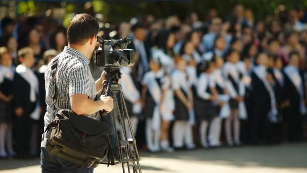 Video: Escándalo por filmaciones en escuelas de L.A.