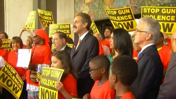 Video: Polémica tras prohibición sobre armas en L.A.