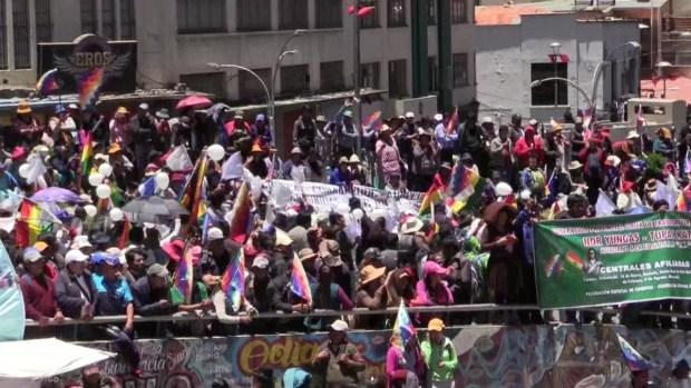 """[TLMD - LV] Seguidores de Evo Morales marchan  para defender su """"triunfo"""" electoral"""