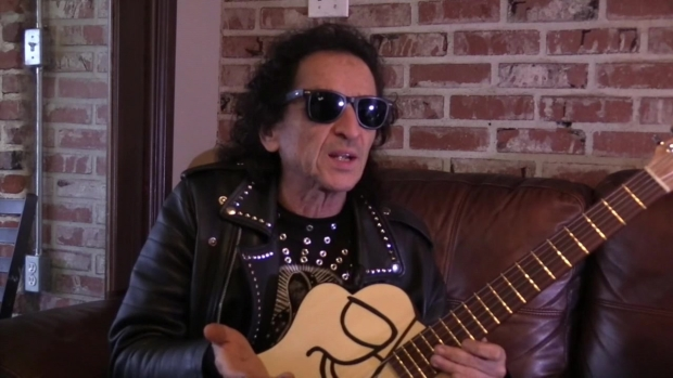 Álex Lora celebra 50 años de rock
